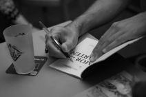 Alain Freudiger en pleine signature © Sandra Hildebrandt